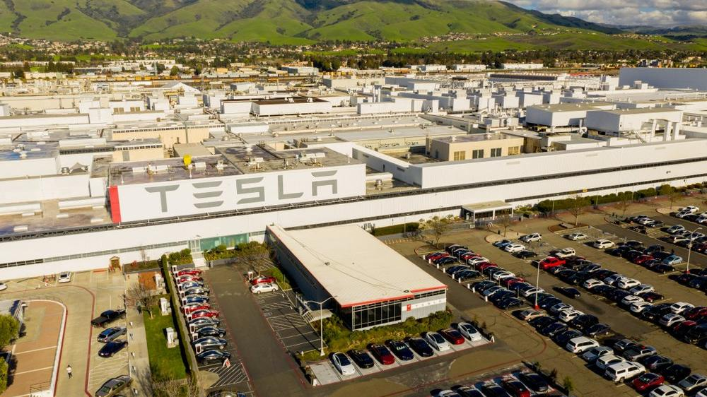 Tesla karantinaya alan okuyor!