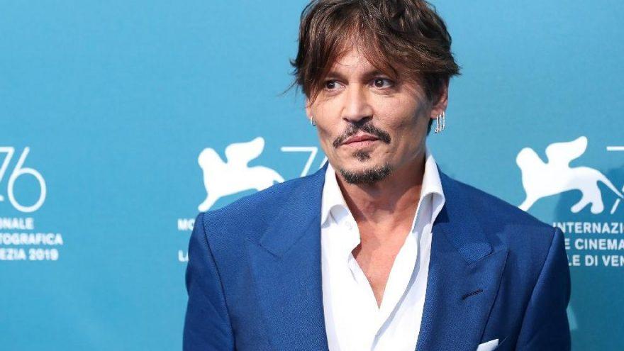 Johnny Depp, bulvar basınının telefonunu hacklediğini iddia etti