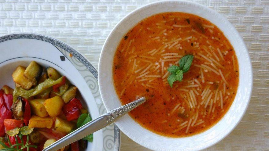 Salçalı tel şehriye çorbası tarifi: Salçalı tel şehriye çorbası nasıl yapılır?
