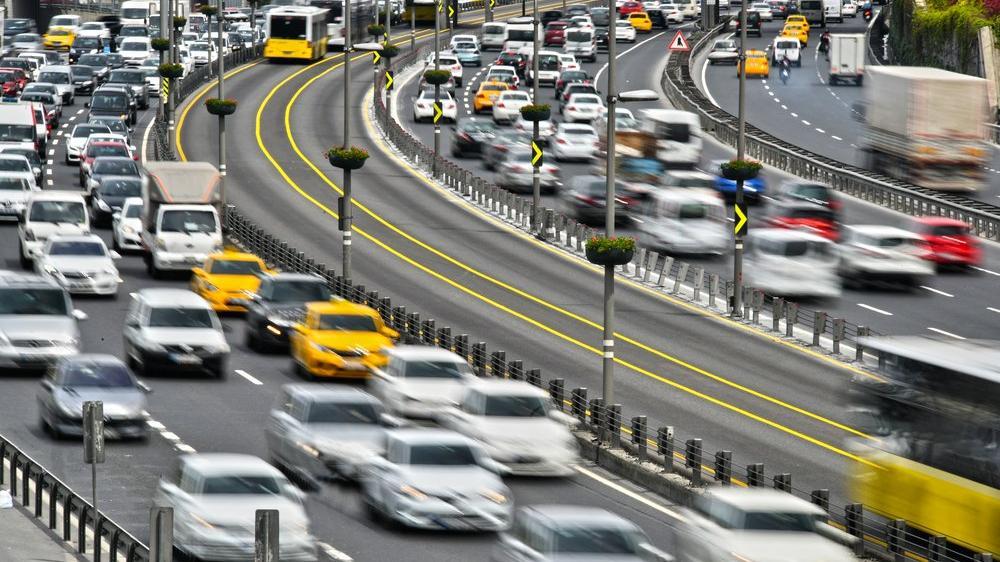 İstanbul'da akşam trafiği coronaya rağmen devam ediyor!