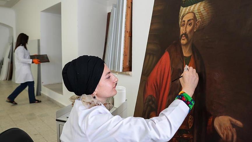 Topkapı Sarayı'nın deposundaki tablolar onarılıp gün yüzüne çıkarılıyor