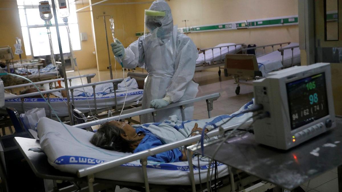 Almanya'da 17 hastaneden sorumlu profesör uyardı: Corona virüse karşı maraton koşuyoruz