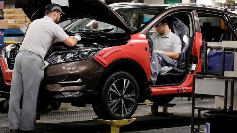 Nissan İngiltere'de Renault modellerini üretecek!