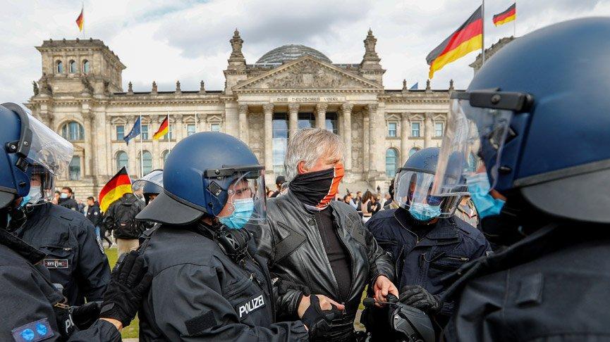 Almanya karıştı! Corona eylemleri büyük kentlere sıçradı