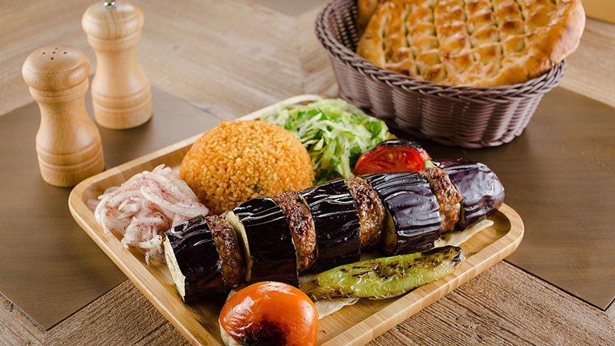 Nefis patlıcan kebabı tarifi: Patlıcan kebabı nasıl yapılır? Evde patlıcan kebabı yapmak için gerekli malzemeleri…