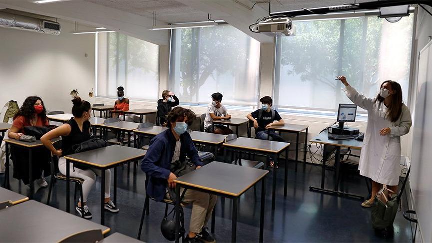 Fransa'da yeniden açılan okullarda 70 corona vakası tespit edildi
