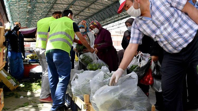 Mansur Yavaş 'İyilik bulaşıcıdır' dedi! 150 bin TL'lik meyve sebze ücretsiz dağıtıldı