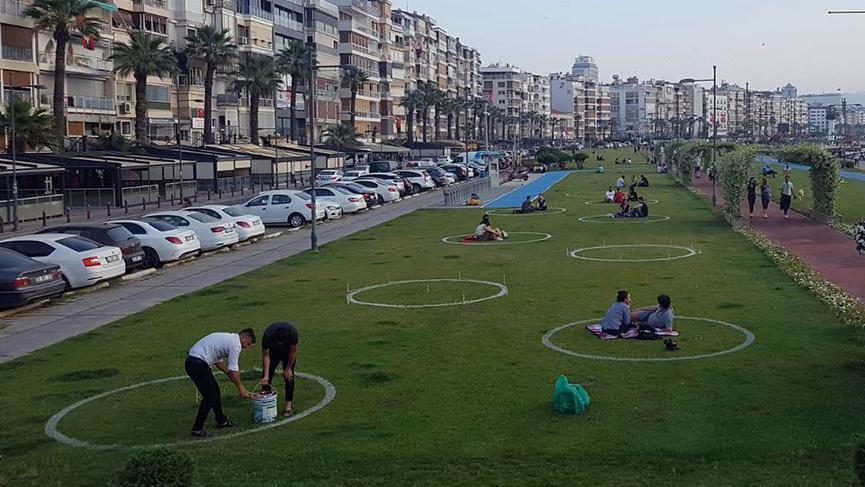 İzmir'de çemberli sosyal mesafe dönemi