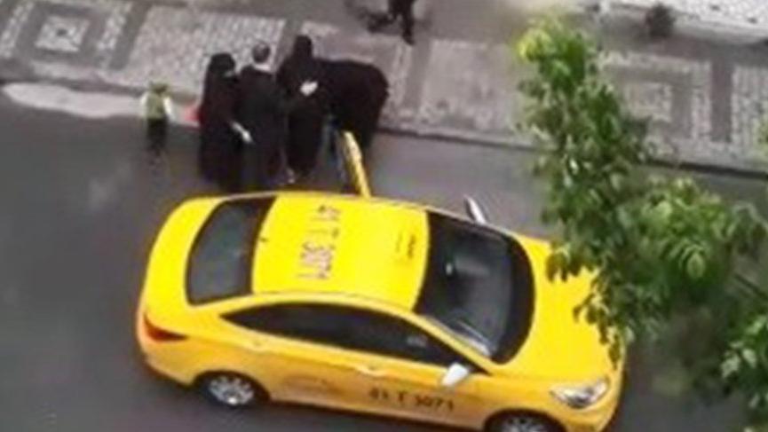 Bu nasıl bir vicdansızlık! Taksici doğum yapan kadını araçtan attı