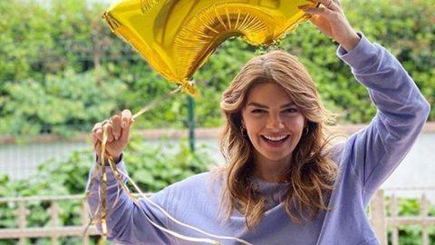 Pelin Karahan'dan 4 milyon kutlaması