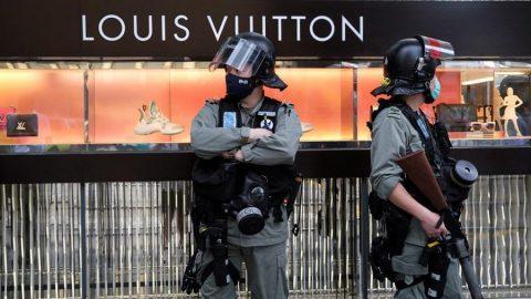George Floyd için yapılan protesto gösterilerinde lüks markalar yağmalandı