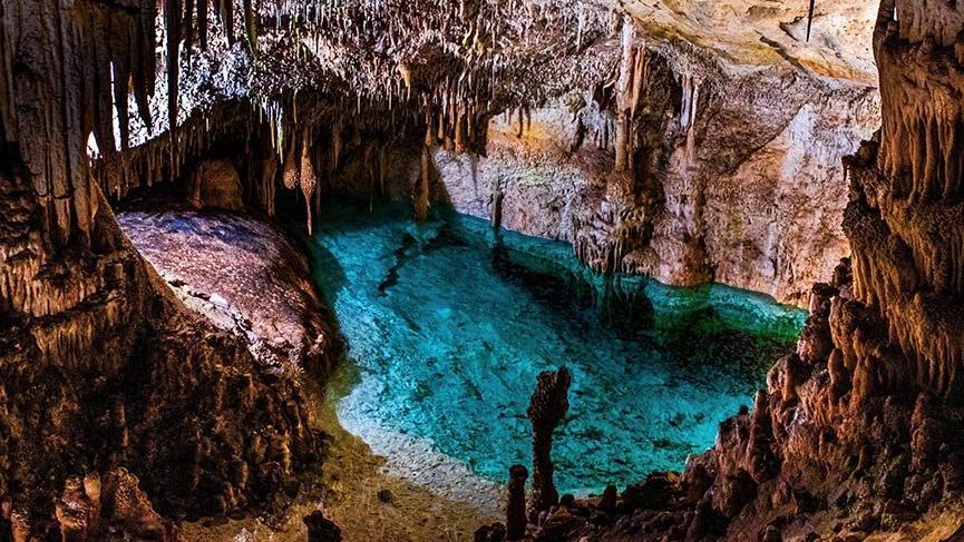 Dünyanın en büyük yeraltı göllerinden birine sahip Drach Mağaraları