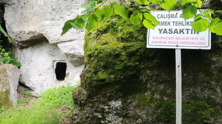 Defineciler tarihi mezarları talan etti