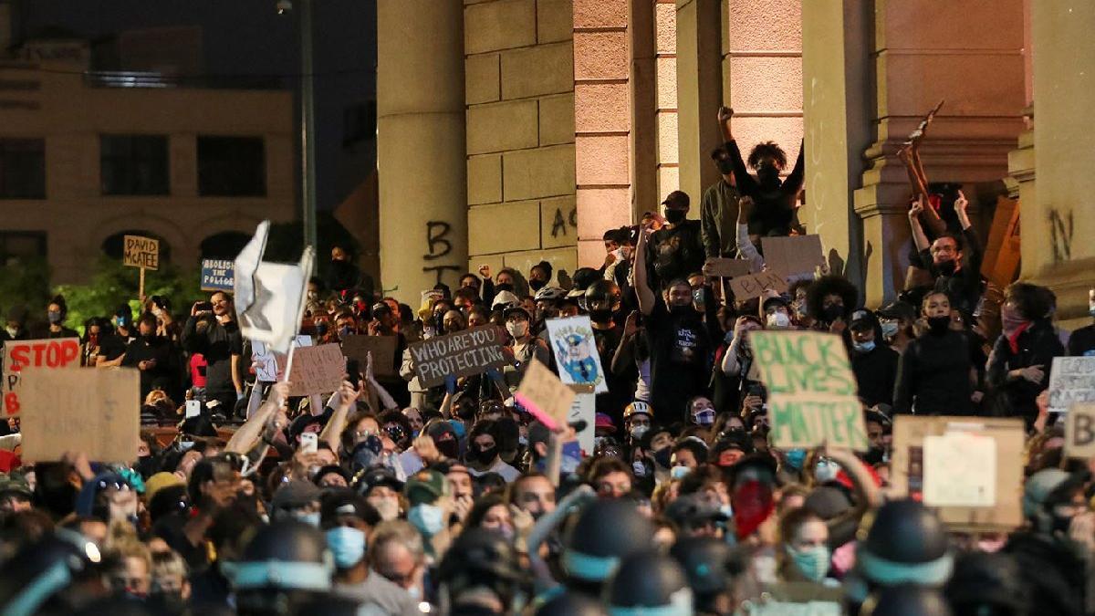 ABD'li uzmanlar uyardı: Protestolar vaka sayısını 3 kat artıracak