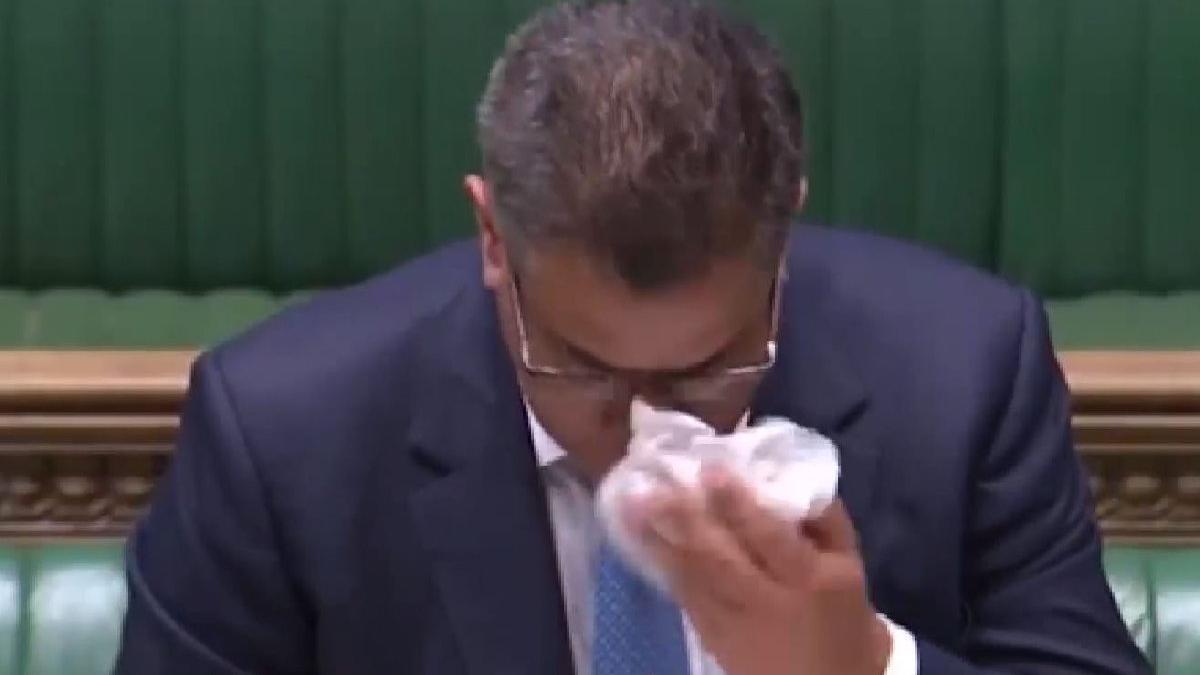 İngiltere'de parlamentoda corona paniği! Bakan konuşmasını tamamlayamadı
