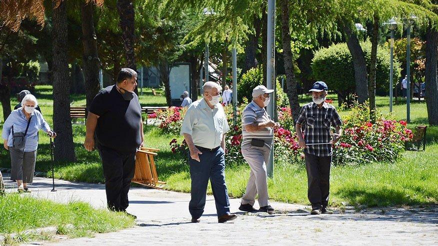 65 yaş üstü sokağa çıkma izni ne zaman? 65 yaş üstü yasağı bitti mi?