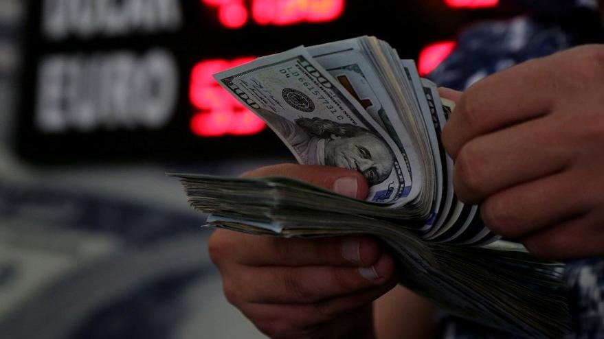 Vatandaştan sonra kamu da dolarize oluyor