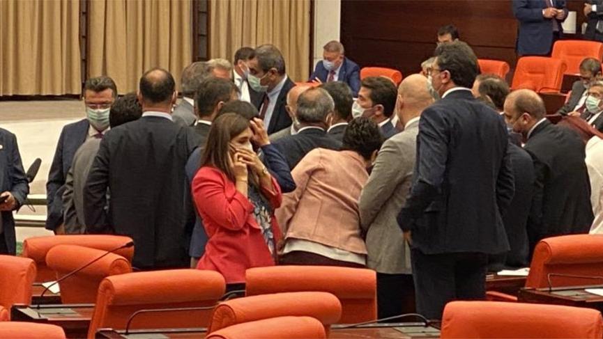 Meclis karıştı! Saldırıya uğrayan Özgür Özel'den açıklama