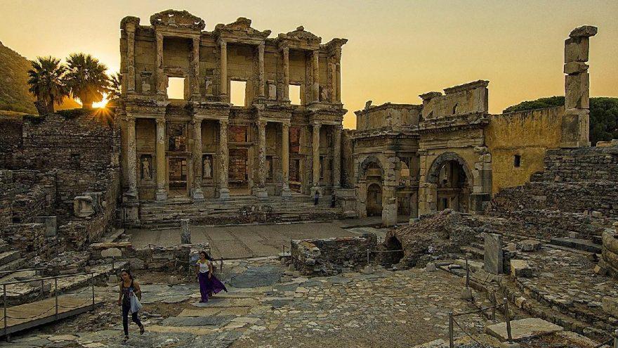 Efes'te arkeolojik kazıların yüzde 30'u tamamlandı
