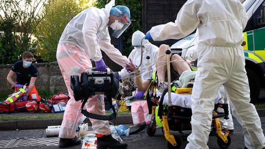 İngiliz bilim insanı: Kısıtlamalar bir hafta önce başlasaydı, ölü sayısı azalırdı!