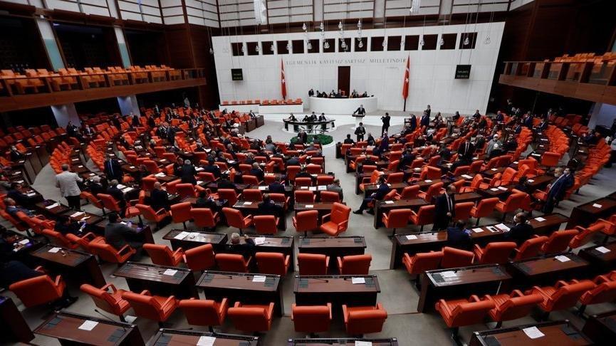Meclis'te dağıtılan dergide, İnönü ve Ecevit hedef alındı
