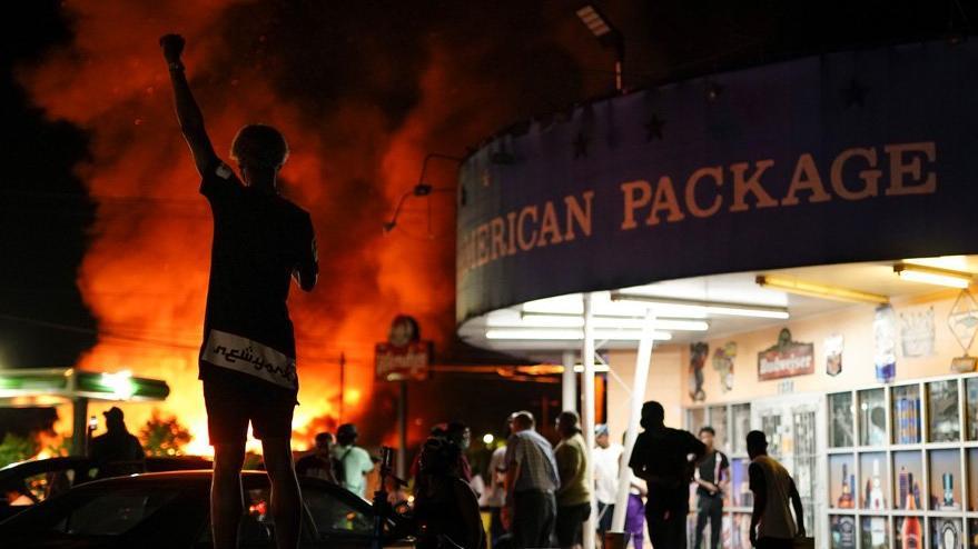 ABD'de olaylar büyüyor: Göstericiler restoranı ateşe verdi