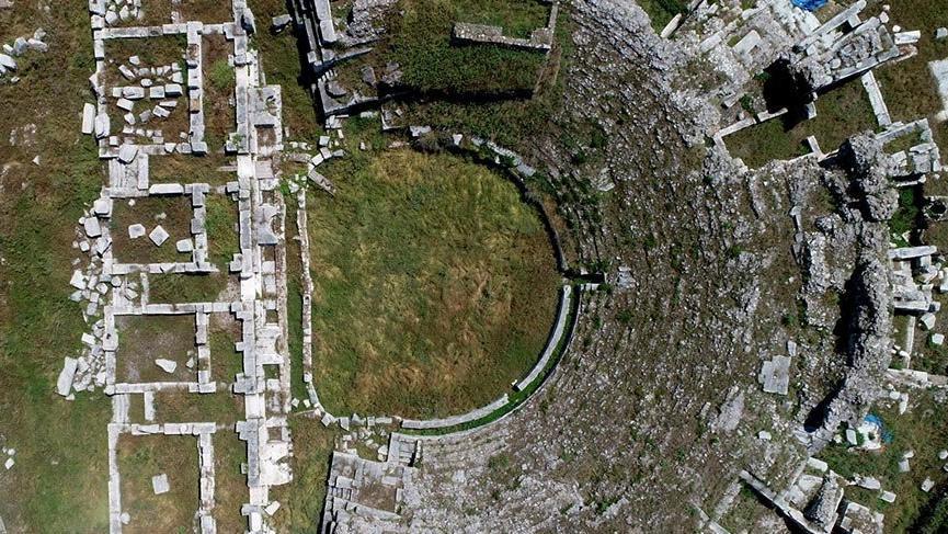 Roma Tiyatrosu kazılar için gün sayıyor