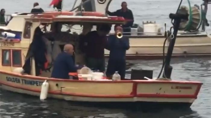 Boğaz'da müzikli balık keyfi