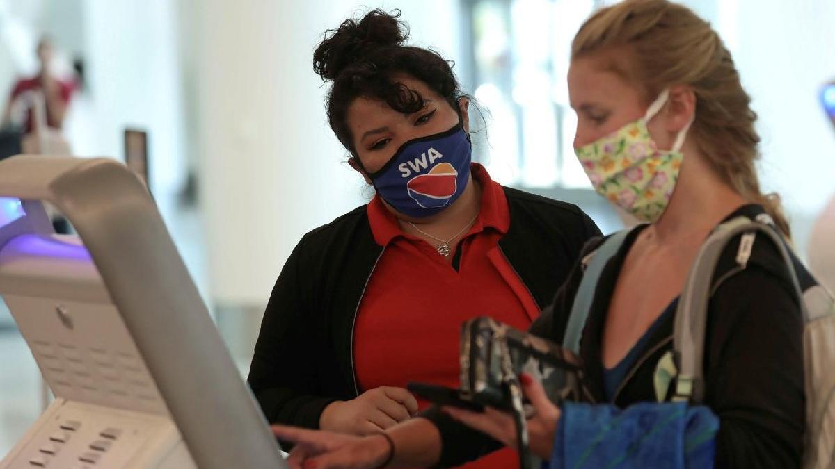 ABD'de uçakta maske takmayan, bir daha uçamayacak