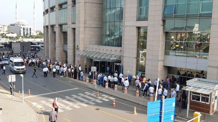 Adliyeler açıldı: Vatandaşlar uzun kuyruk oluşturdu