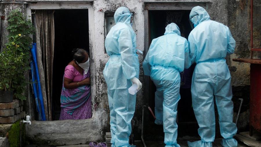 El öperek corona virüsünü tedavi edeceğini iddia ederken 20 kişiye virüs bulaştırdı