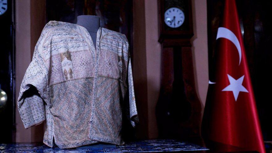Mevlana'nın oğluna ait 'tılsımlı gömlek' gizemini koruyor