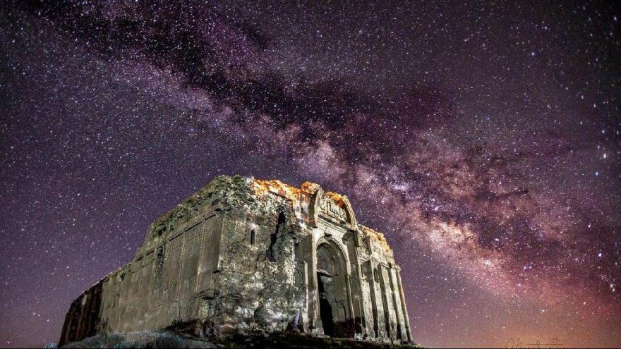 Van'daki 1700 yıllık St. Bartholomeus Kilisesi ilk kez gece fotoğraflandı