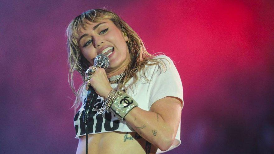 Miley Cyrus, oturduğu yerden 1.7 milyon dolar kazandı