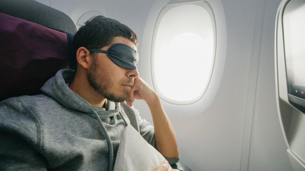 Maske takmayan yolcuyu uçaktan indirdiler