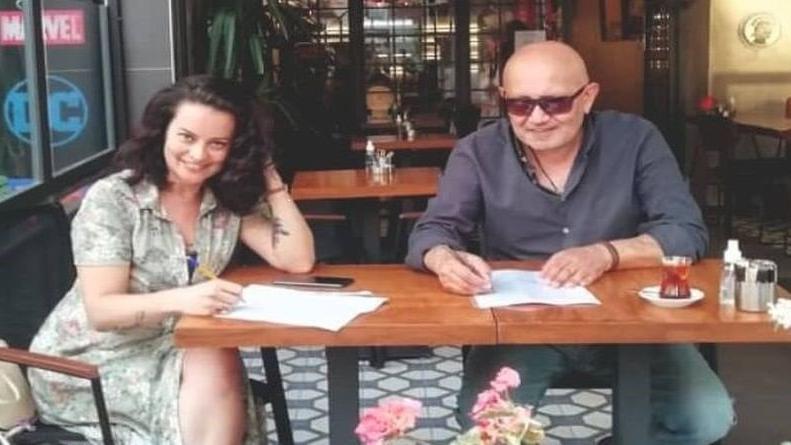 Ünlü ressam Kani Kaya ile oyuncu Ayçin Tuyun bir ilke imza attılar