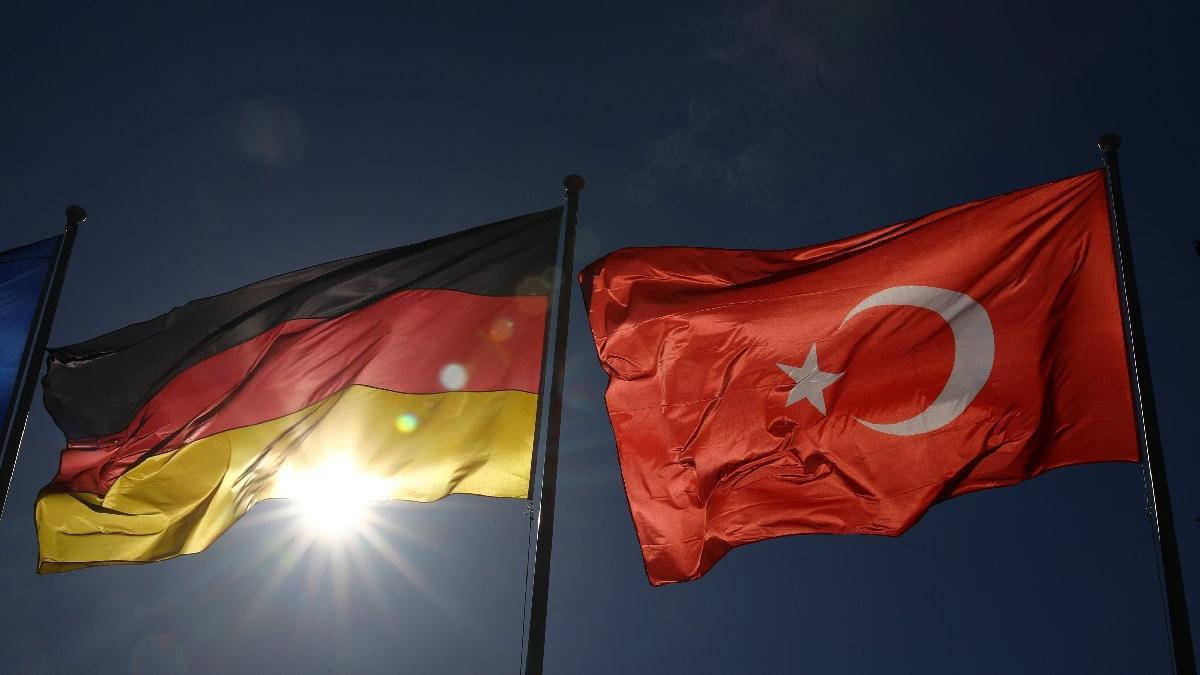 Almanya'da Türk Konsolosluğu'nda corona alarmı! Personelde çıkınca kapatıldı