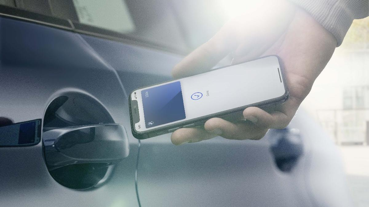 Iphone ile kapıları açılan ve çalışan ilk otomobil!