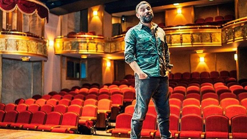 Şevket Çoruh'un tiyatrosu Baba Sahne'ye yıldırım düştü