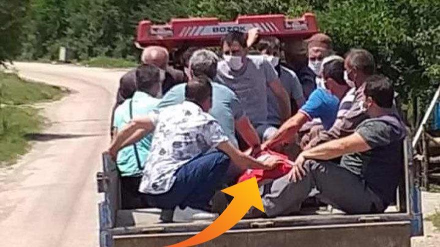 Kimi banka koltuğunda kimi traktör römorkunda