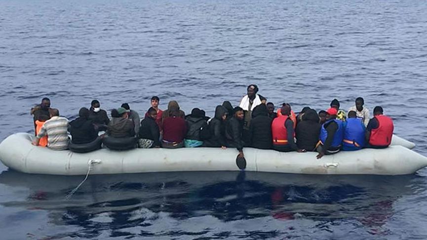 Yunanistan'ın ölüme terk ettiği 62 kaçak göçmen kurtarıldı!