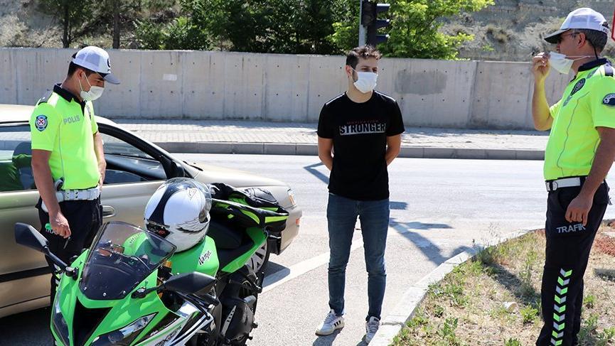 'Dur' ihtarına uymayan motosikletli: Polis bana el sallıyor sandım
