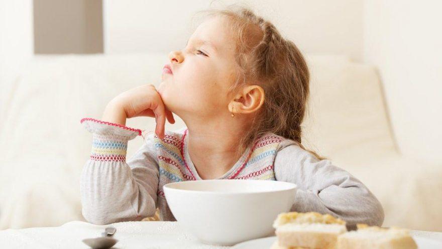 Yeme bozukluğu olan çocuğa nasıl yaklaşmak gerekir?