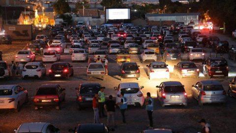 Edirne'de bir ilk: Corona virüsü tedbirli arabalı sinema