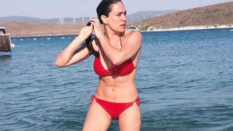 Özge Borak bikinili karesini paylaştı, özlemini aktardı...