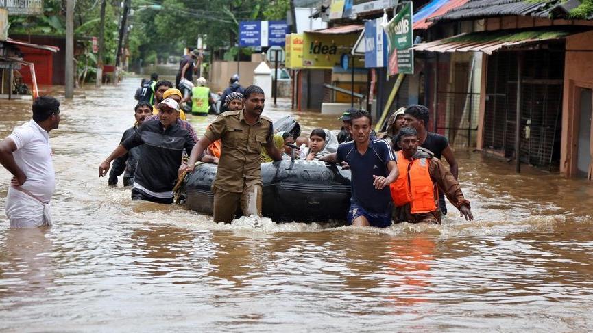 1 milyon kişi sel nedeniyle evini terk etti!