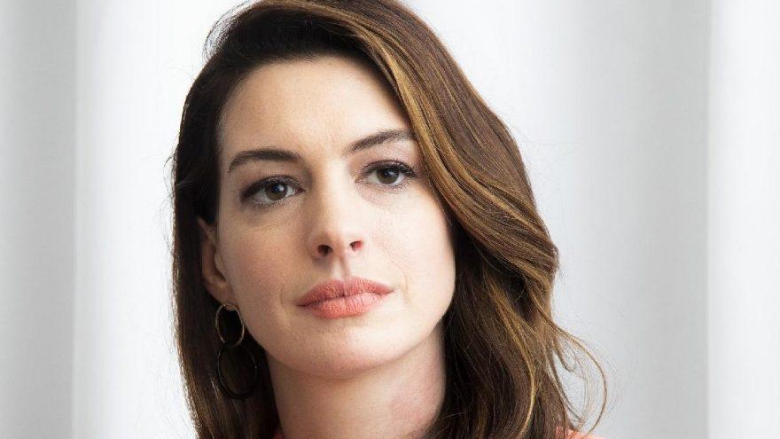 Anne Hathaway, Christopher Nolan'ın sandalyelerden nefret ettiğini söyledi
