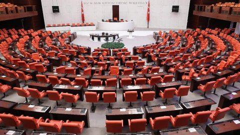 AKP'de idare amirleri değişti: Alpay Özalan ve Ali Şahin