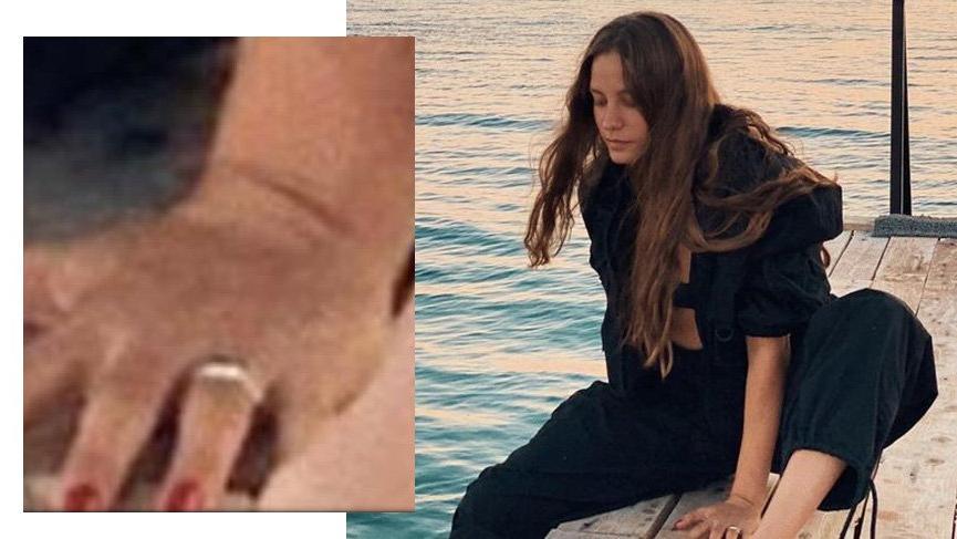 Serenay Sarıkaya'nın sol parmağındaki yüzük dikkat çekti