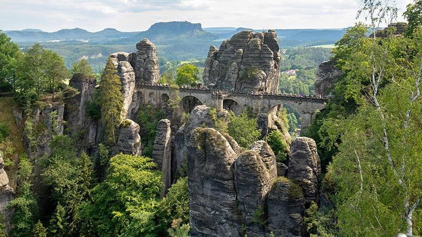 Bir milyon yıllık Bastei Kaya Oluşumları
